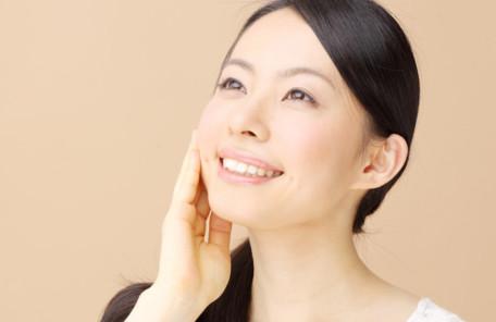 女性も男性も気にしている!顔のたるみにヘッドマッサージが効果的な理由